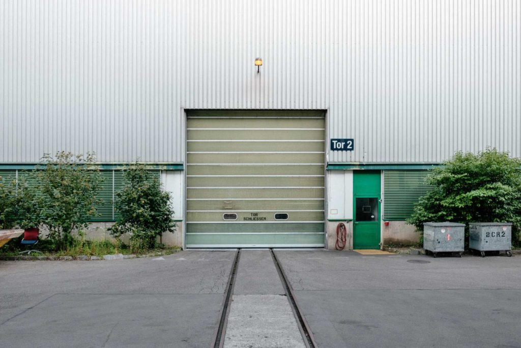 Tor einer Lagerhalle